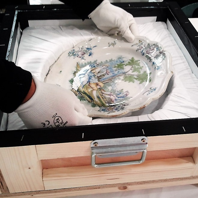 Un plat de Desvres au Louvre Lens