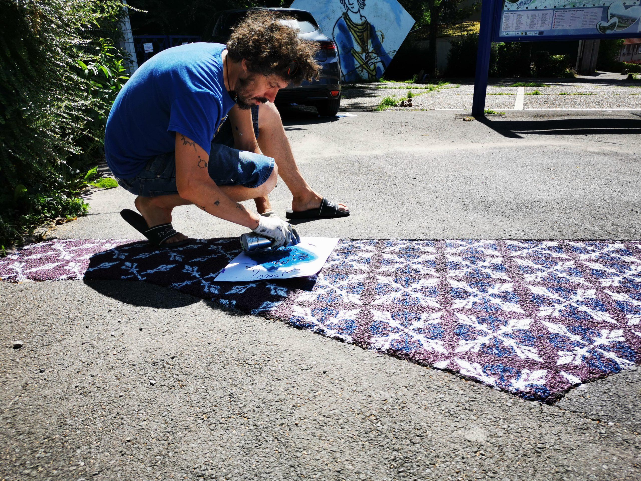 Des motifs de carreaux dans les rues avec le Street artist inkOj